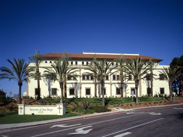 Degheri Alumni Center, University of San Diego